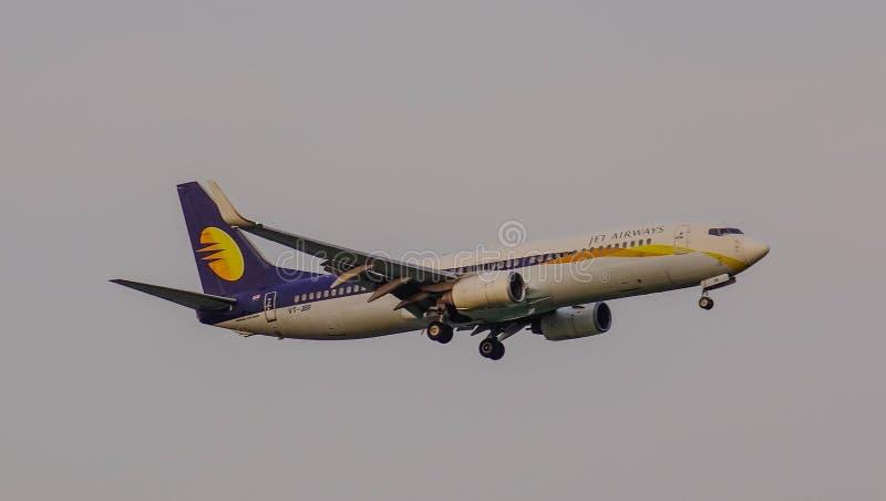 Passagiersvliegtuig die in de lucht vliegen royalty-vrije stock foto