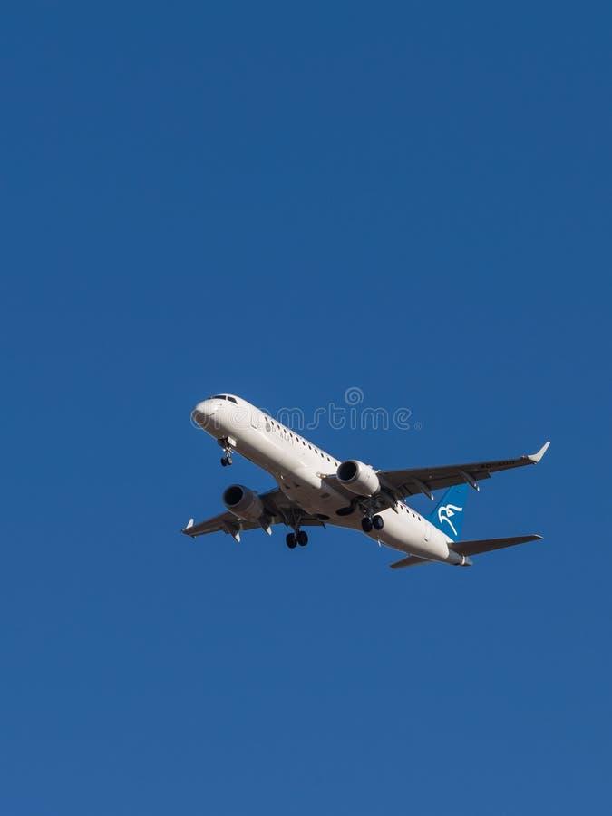 Passagiersvliegtuig EMBRAER erj-190LR royalty-vrije stock afbeelding