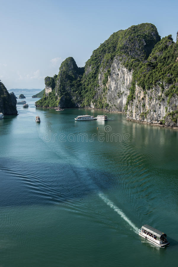 Passando o tempo na baía longa do Ha fotografia de stock