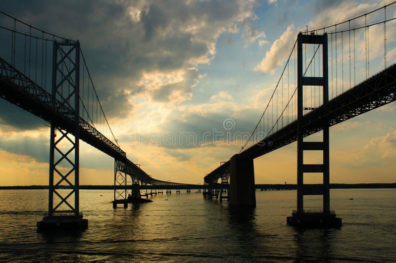 Passando sotto i ponticelli della baia di Chesapeake fotografia stock