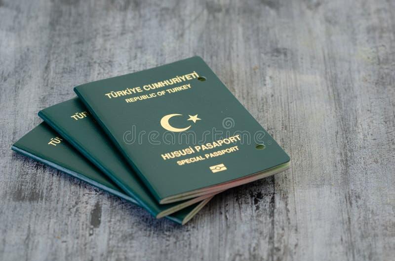 Passaporte cancelado pelas autoridades fotos de stock