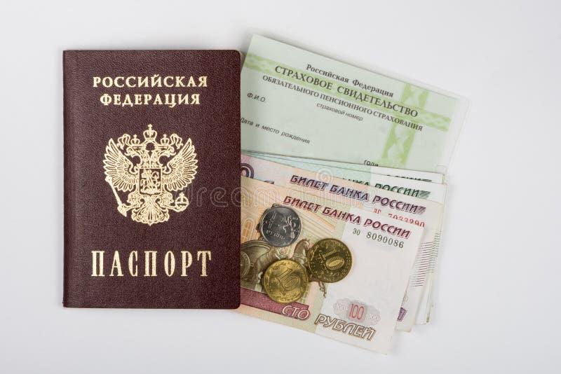 Passaporte, certificado de seguro e dinheiro no fundo branco foto de stock royalty free