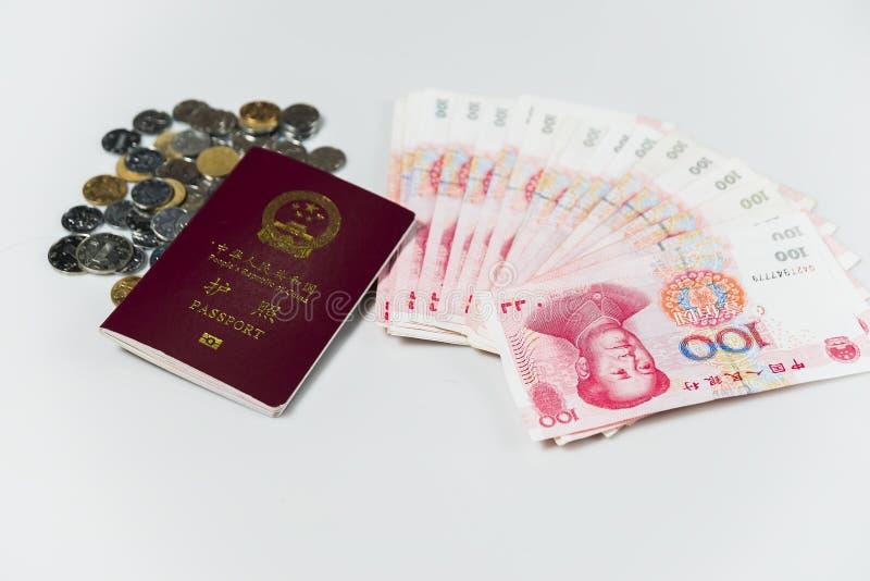 Passaporte chinês e RMB imagens de stock royalty free