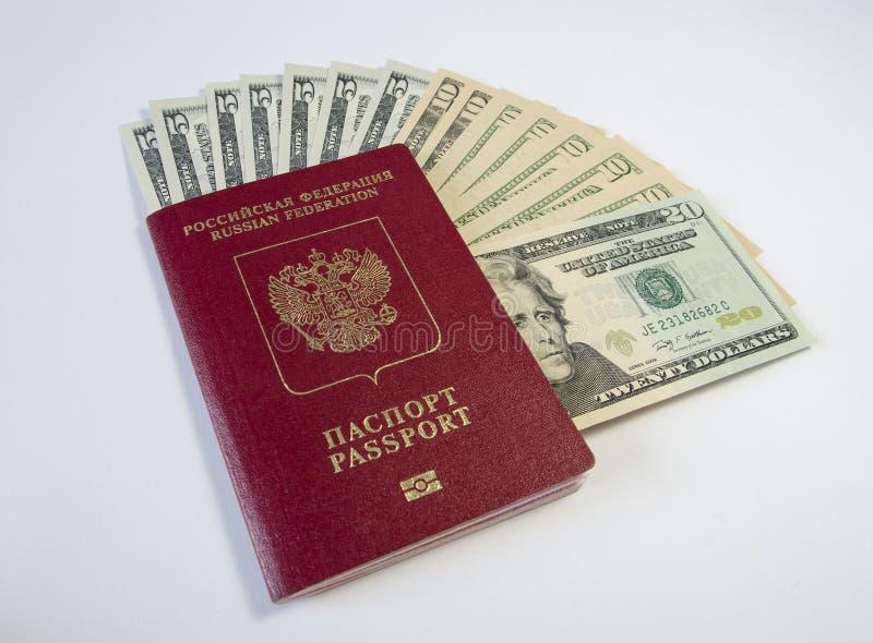Passaporte com dinheiro fotos de stock royalty free