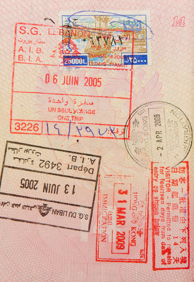 Passaporte com lebanese e selos de Hong Kong fotografia de stock royalty free