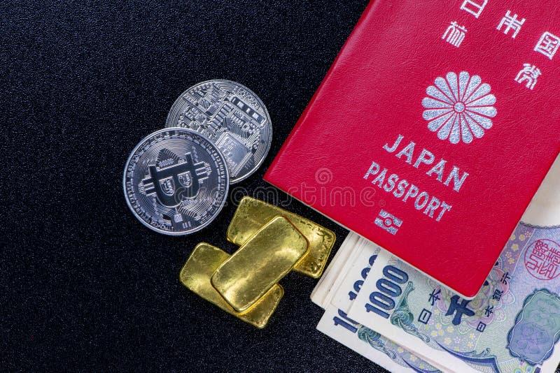 Passaporte de Japão com umas cédulas de 1.000 ienes no curre japonês fotos de stock