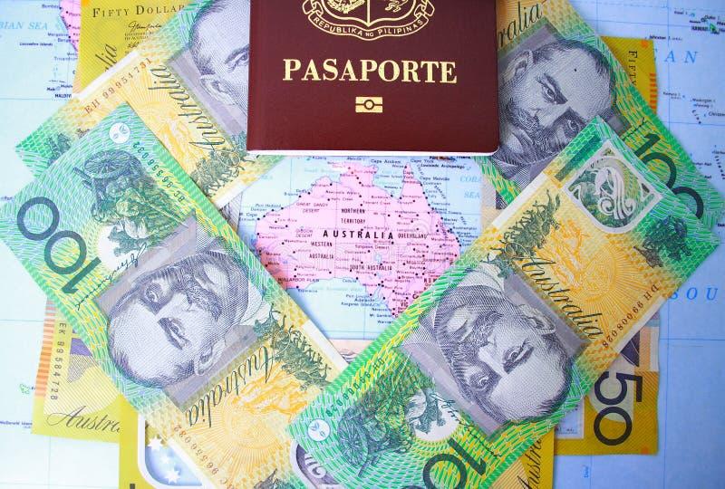 Passaporte e dinheiro australiano fotografia de stock