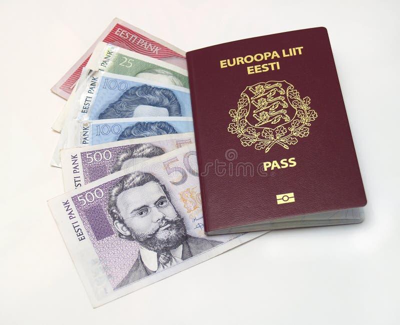 Passaporte e dinheiro estónios fotografia de stock
