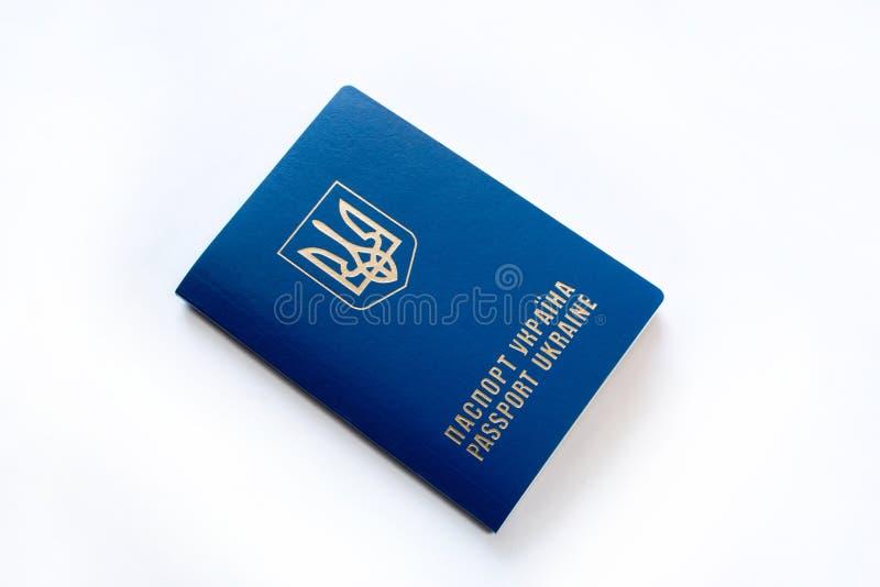 Passaporte ucraniano, isolado no branco imagem de stock royalty free