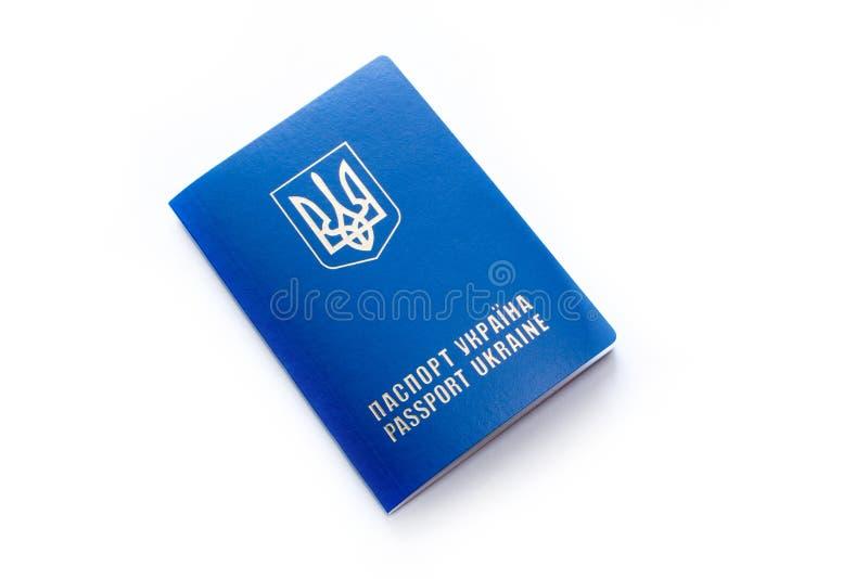 Passaporte ucraniano, isolado no branco fotos de stock