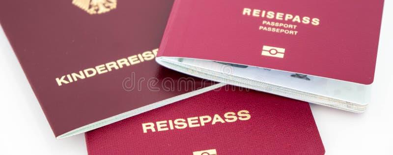 Passaportes alemães diferentes fotografia de stock