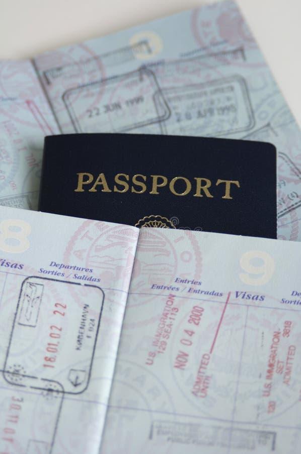 Passaportes com selos do país fotos de stock royalty free