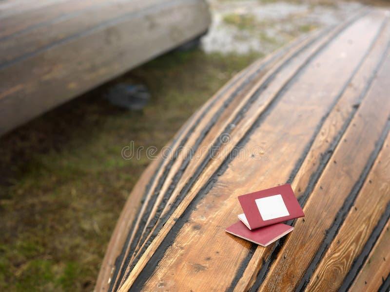 Passaportes no barco soçobrado fotos de stock royalty free