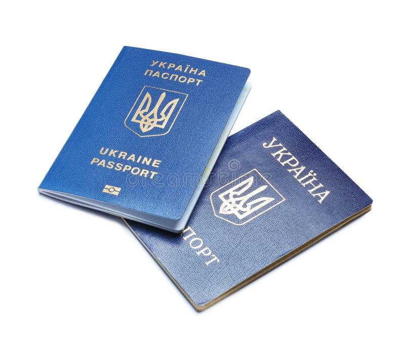 Passaportes ucranianos no branco r fotos de stock