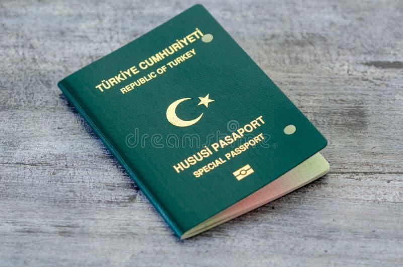 Passaporto annullato dalle autorità fotografie stock libere da diritti