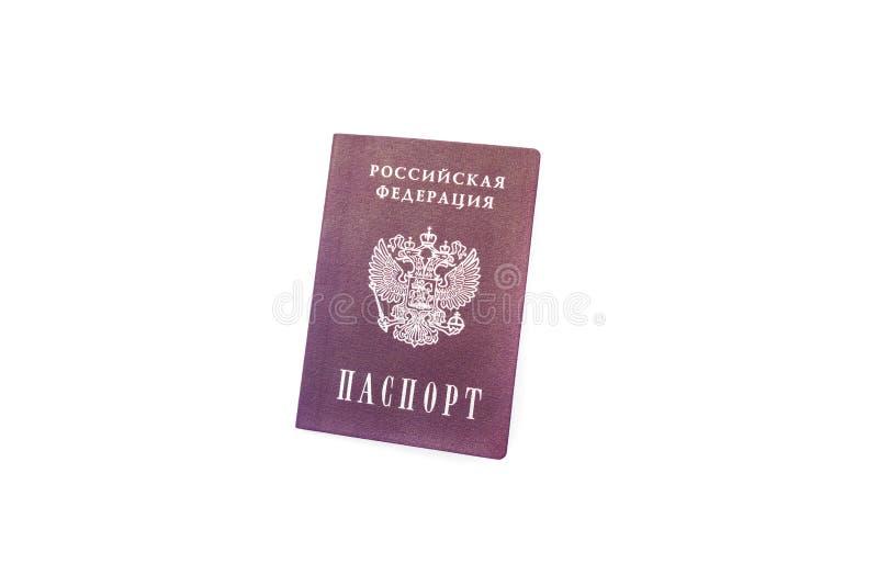 Passaporto dei cittadini della Federazione russa isolati su sfondo bianco immagini stock libere da diritti