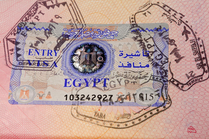 Passaporto del documento con i bolli ed il visto immagini stock