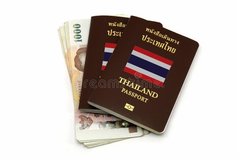 Passaporto della Tailandia e soldi tailandesi per il viaggio o A E C Concetto fotografia stock