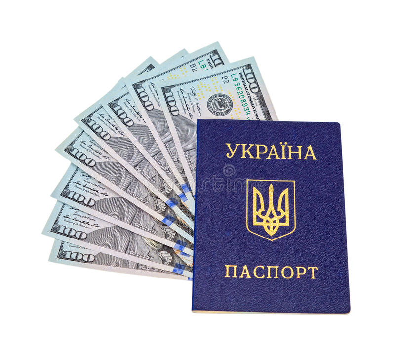 Passaporto e banconote in dollari ucraini sopra bianco fotografia stock libera da diritti