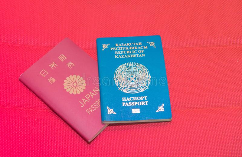 Passaporto foto del primo piano del Kazakistan e del Giappone immagine stock