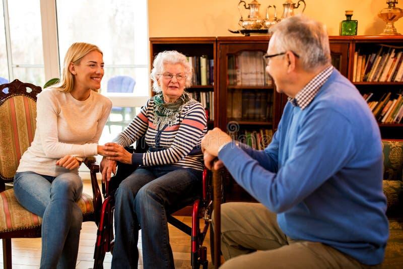 Passar o tempo com família é riqueza imagens de stock royalty free