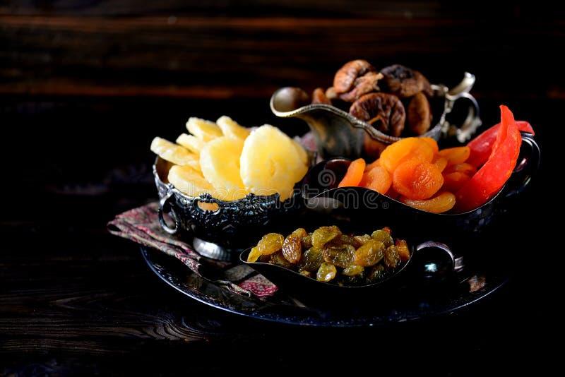 Passas orientais dos doces, abricós secados, figos e porcas de caju foto de stock