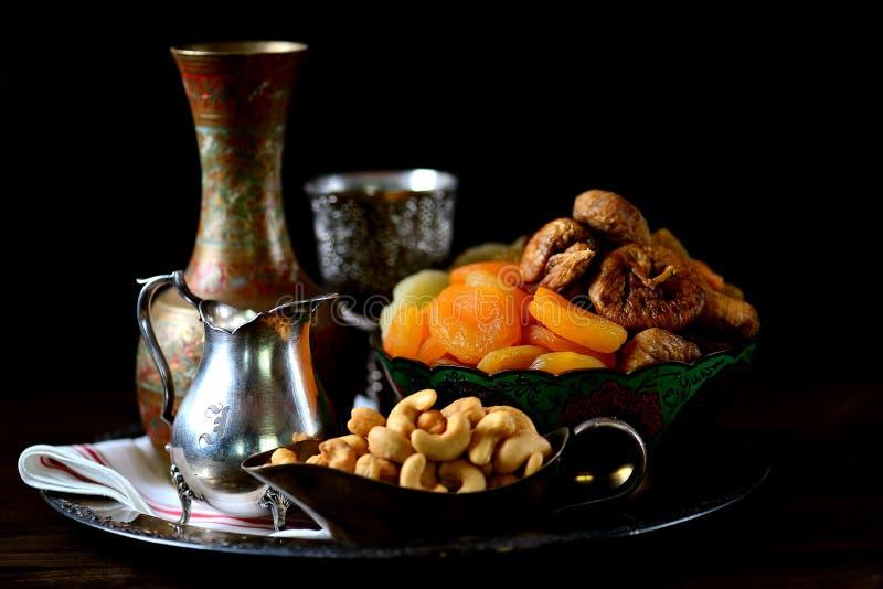 Passas orientais dos doces, abricós secados, figos e porcas de caju imagem de stock