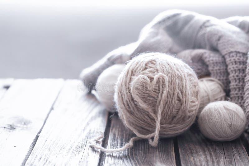 Passe-temps à la maison, tricotant photo stock