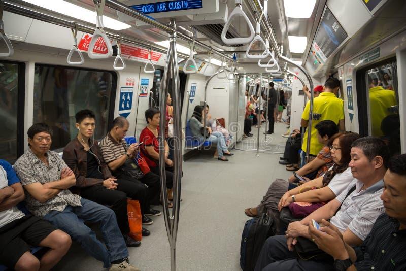 Download Passeggeri In Sottopassaggio Singapore Del Treno Fotografia Editoriale - Immagine di permuta, metro: 56891117