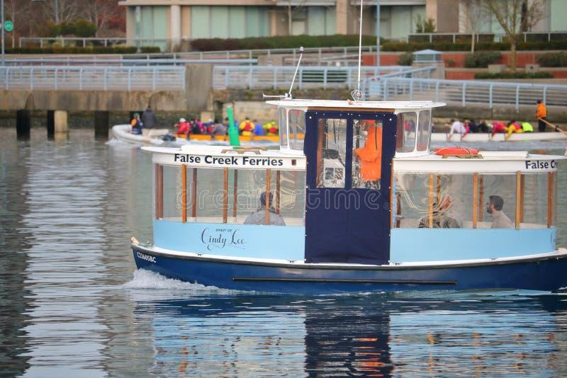 Passeggeri su un traghetto di Vancouver False Creek immagine stock