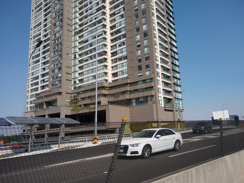 Passeggiata con le altezze del secondo piano di Città del Messico immagine stock libera da diritti
