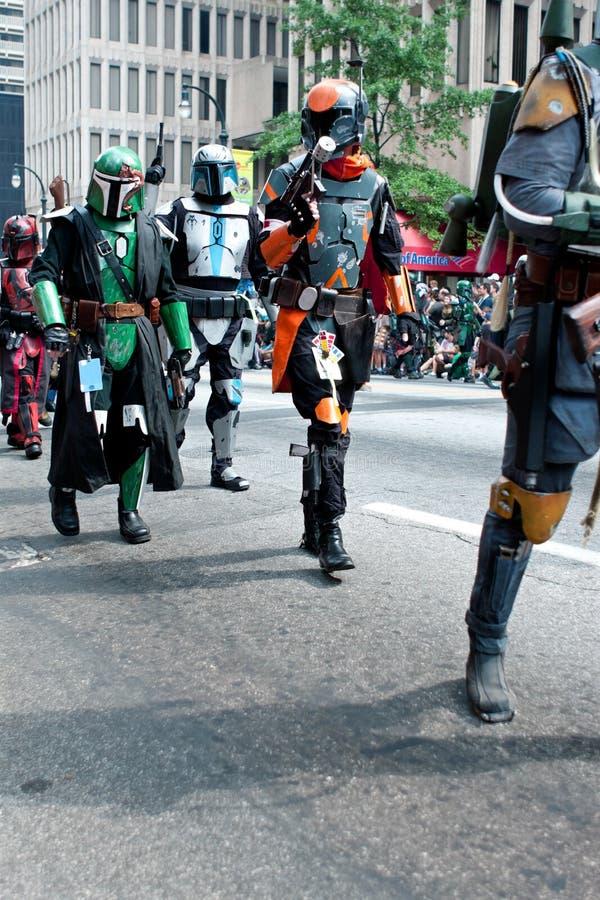 Passeggiata dei mercenari di Star Wars Mandalorian a Atlanta Dragon Con Parade immagine stock libera da diritti
