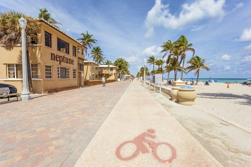 Passeggiata della spiaggia di Hollywood vasta, Florida immagine stock