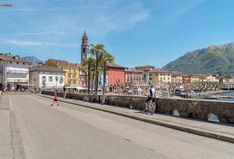 Passeggiata famosa del lago nella vecchia città di Ascona, Svizzera fotografia stock libera da diritti