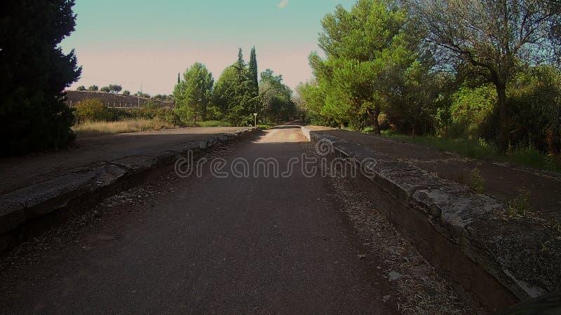 Passeggiata seguendo la vecchia linea ferroviaria fotografie stock