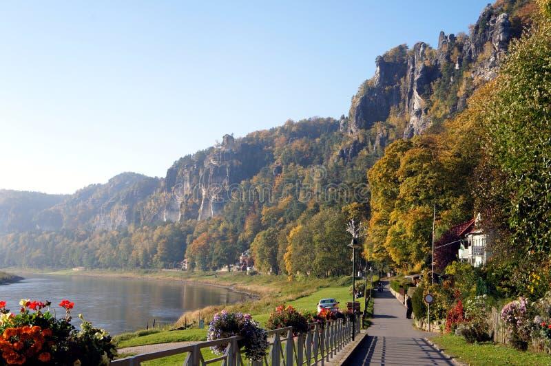 Passeggiata sull'Elba in Sassonia, Germania immagini stock libere da diritti
