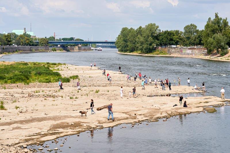 Passeggiatori sulla Cattedrale-roccia a Magdeburgo fotografie stock libere da diritti