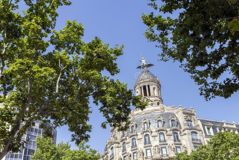 Passeig de Gràcia aveny i Barcelona royaltyfri bild