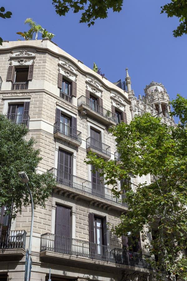 Passeig de Gràcia aveny i Barcelona royaltyfria foton