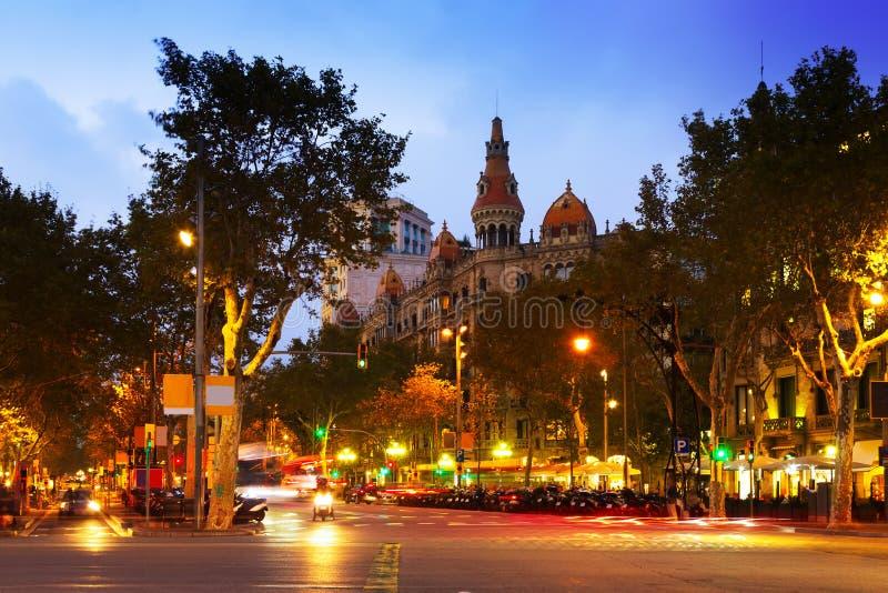 Passeig DE Gracia in de herfstschemering Barcelona stock afbeelding