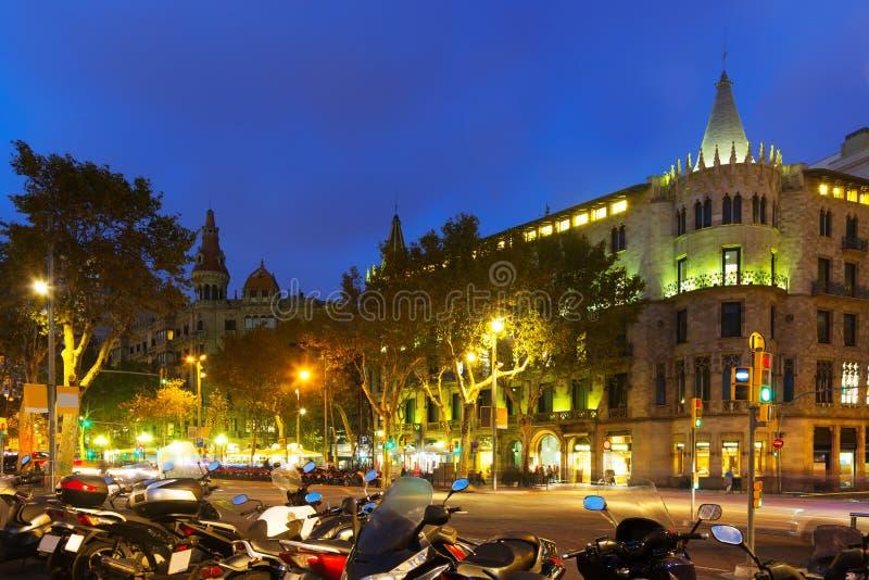 Passeig de Gracia i höstafton Barcelona arkivfoto