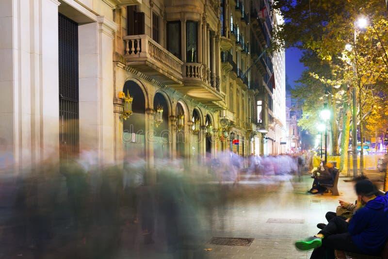 Passeig de Gracia i höstnatt Barcelona royaltyfria foton