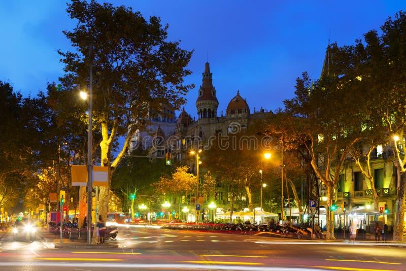 Passeig de Gracia i höstskymning Barcelona royaltyfri bild