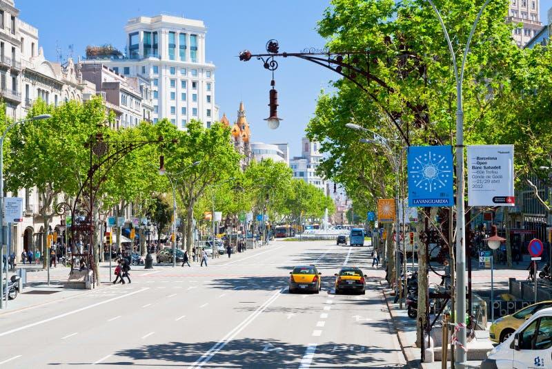 Passeig de Gracia viktiga avenyer i Barcelona fotografering för bildbyråer