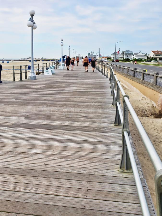 Passeio à beira mar, Avon-Por--mar, ao longo da costa de New-jersey imagens de stock