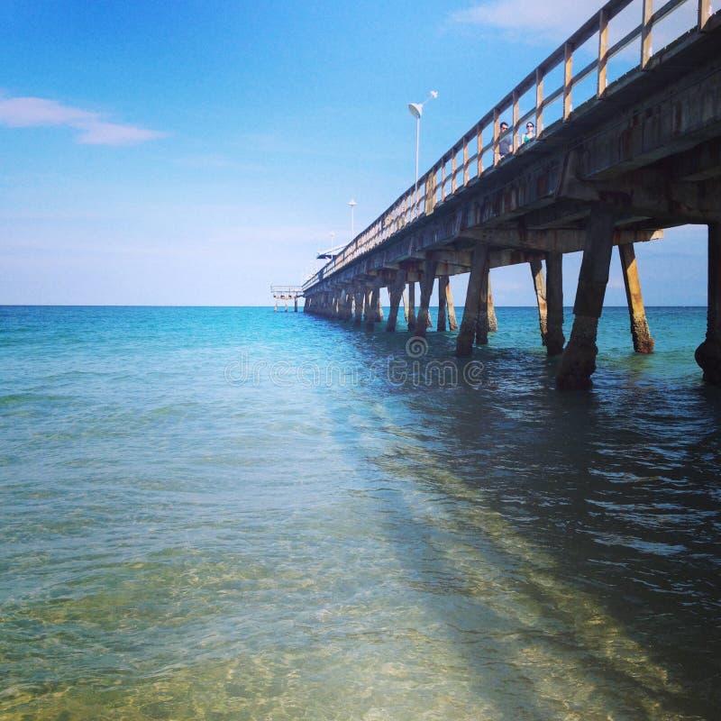 Passeio à beira mar bonito do oceano imagens de stock