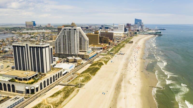 Passeio à beira mar das construções e skyline de Atlantic City New-jersey imagem de stock royalty free
