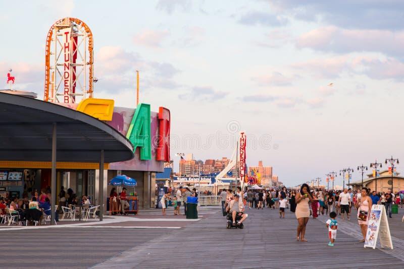 Passeio à beira mar de Coney Island fotografia de stock