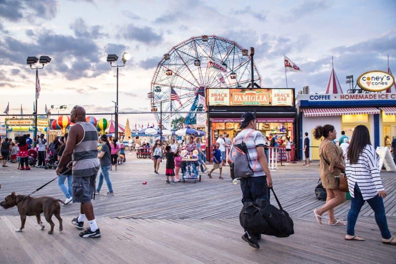 Passeio à beira mar de Coney Island fotos de stock