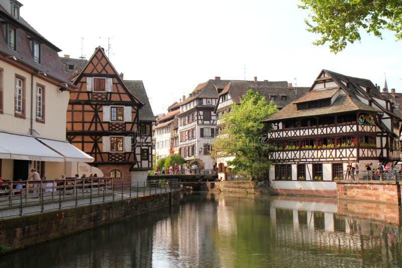 Passeio ao longo do canal de Strasbourg imagem de stock